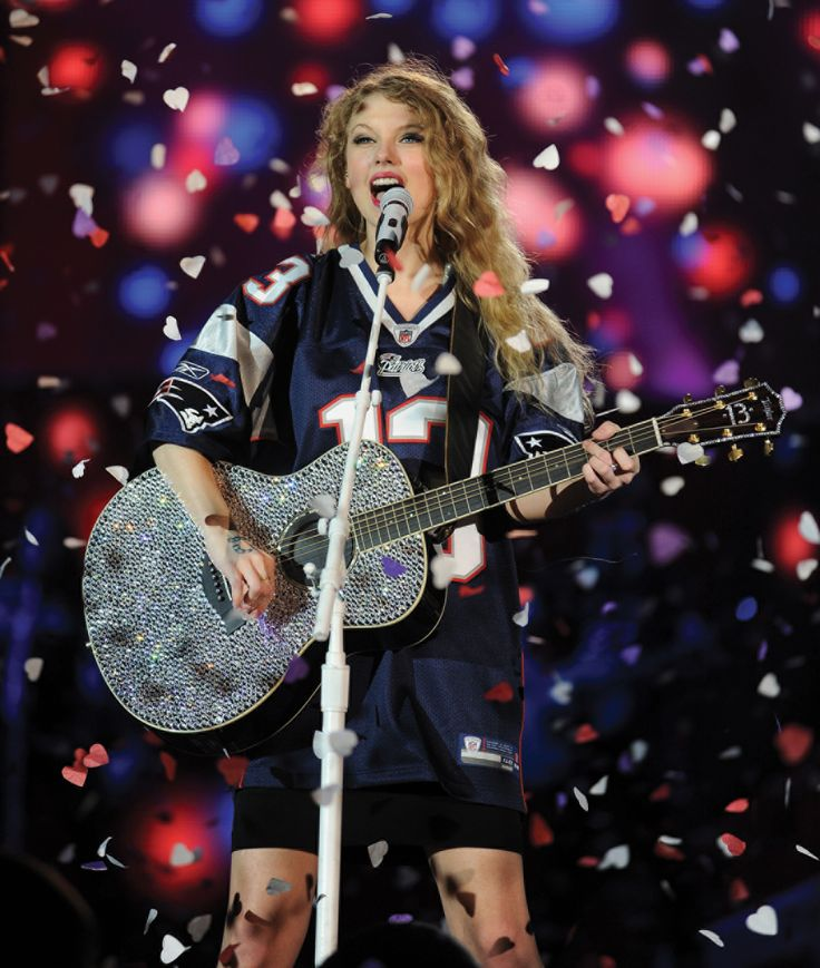 Taylor Swift in a PATRIOTS #13 JERSEY!!!!!!!! WHAT?!?! this is possible tue BEST Taylor Swift picture I've EVER seen!