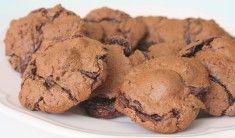 """Receptet tror jag att jag har sparat från en gammal """"hembakat"""" – tidning.Och denna har jag velat pröva länge – Melvin tyckte det var en bra ide och röstade ja för att den skulle följa med honom på utflykten idag 🙂 En fantastisk liten kaka med browniebotten, ett lager med … Läs mer"""