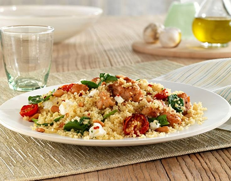 In large saucepan, heat olive oil over medium heat. Add chicken and garlic and cook 5 minutes, stirring frequently, or until chicken is no longer pink. Add spinach during last 1-2 minutes of cooking chicken.