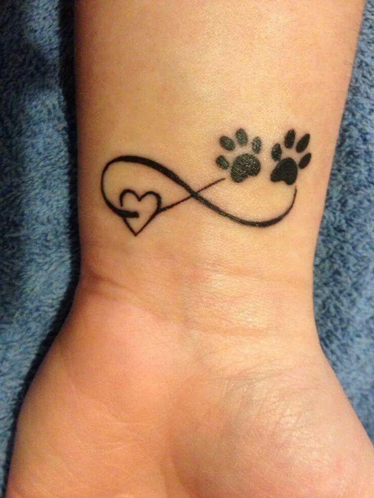 Unendlich Zeichen Tattoo Handgelenk schwarz Herz Bärentatze