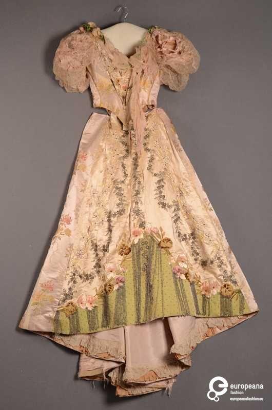 ca 1891 Tweedelige jurk bestaande uit lijfje en rok on www.europeanafashion.eu