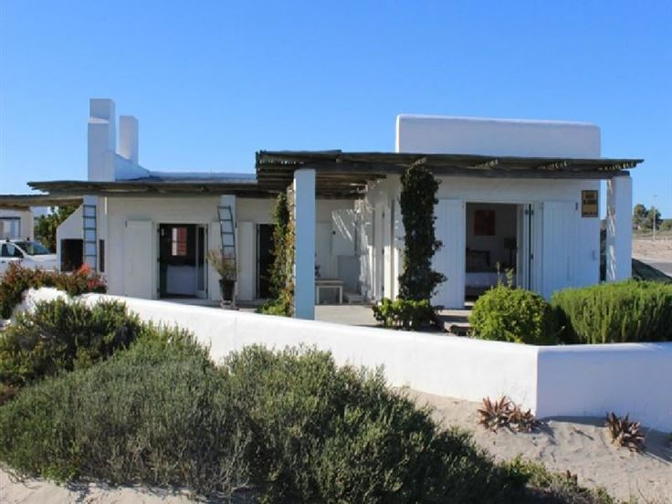 Casa da Praia - Casa da Praia is situated in a cul-de-sac right on the Voorstrand beach, in the charming town of Paternoster.The house comprises of two en-suite bedrooms, an open-plan lounge with a sleeper couch and television, ... #weekendgetaways #paternoster #southafrica