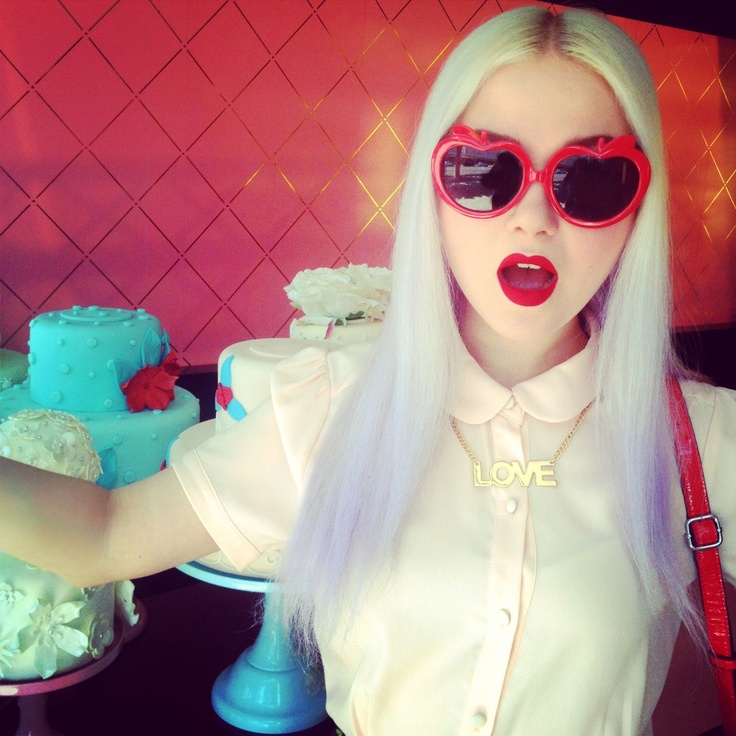 One of those days when you realize your lipstick matches all your accessories... #doedeere #red pinterest.com/DoeDeere