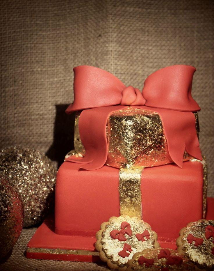 http://www.cakedesignitalia.it/le-basi/tutorial/tutorial-torta-pacco-regalo-di-natale.html
