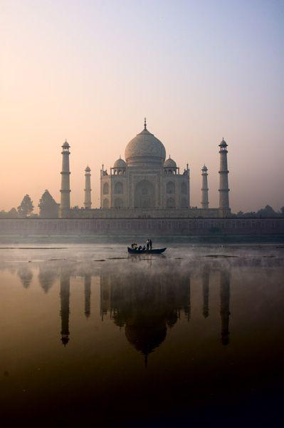 Taj Mahal. Agra, India. (Pinterest: Xanathos)
