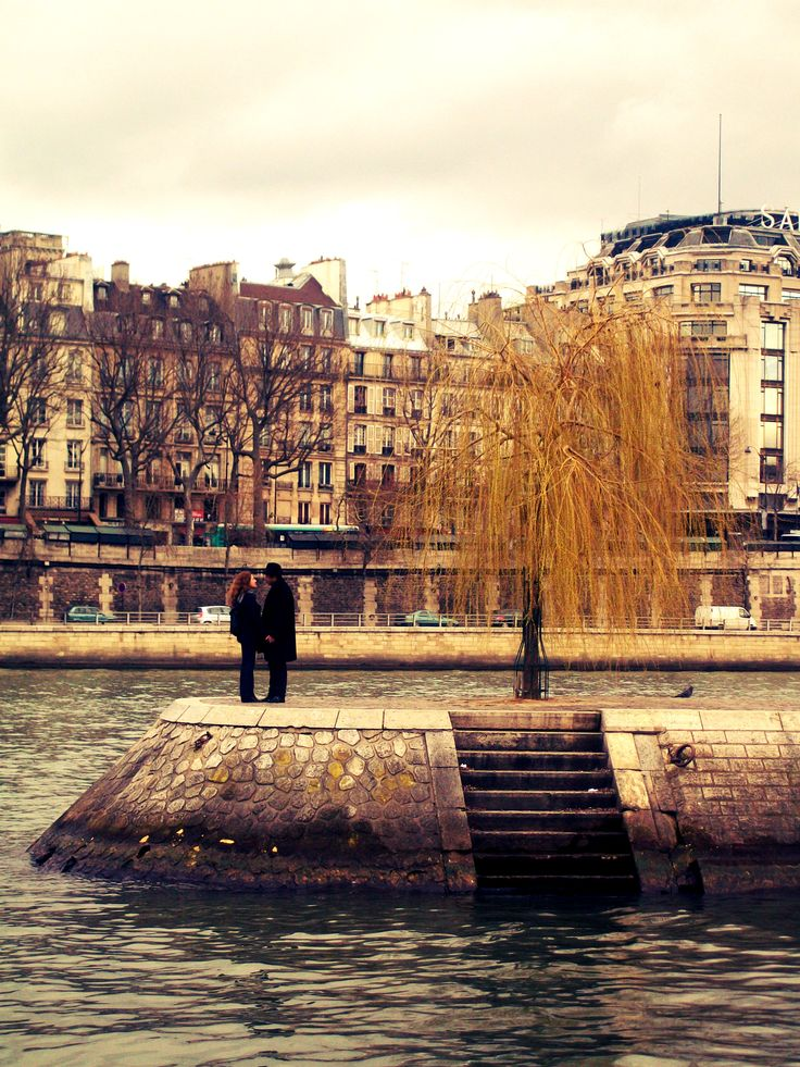 A great moment I captured in the middle of the Seine river in Paris..I really love this city..the definition of romance <3