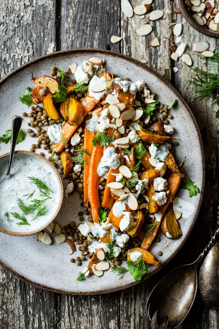 Geröstete Rüben & Karotten Linsensalat mit Feta, Joghurt & Dill