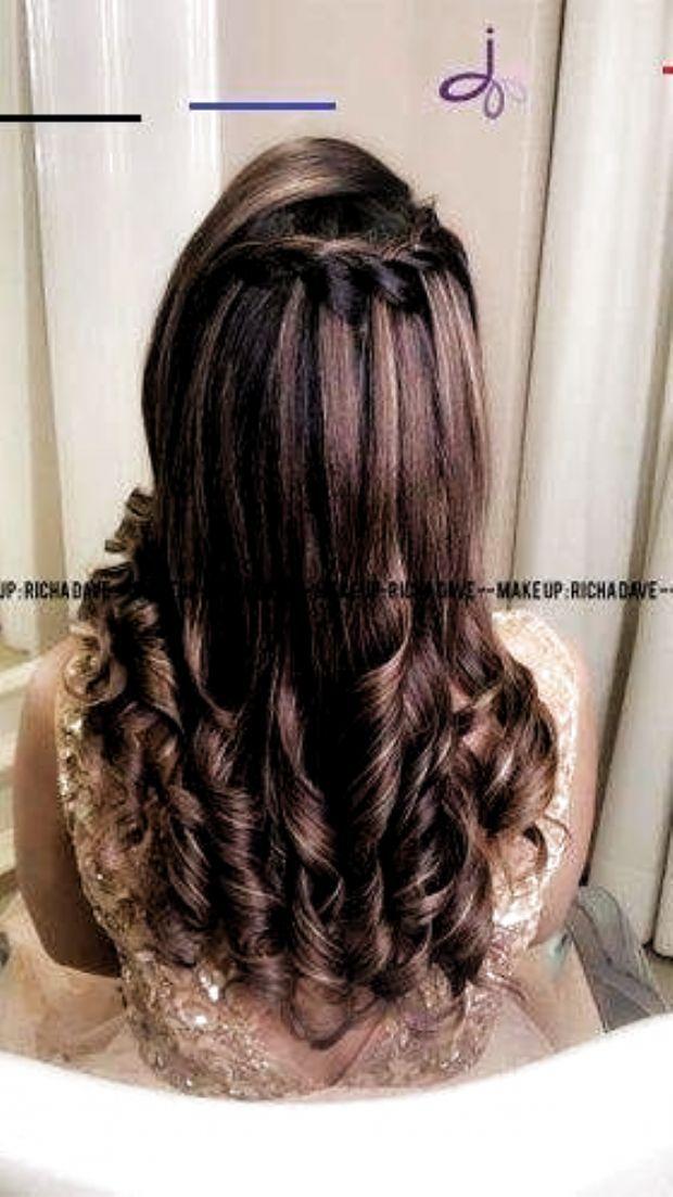 Hairstyle On Lehenga Curls Indian Hairstyles Hair Styles Short Wedding Hair