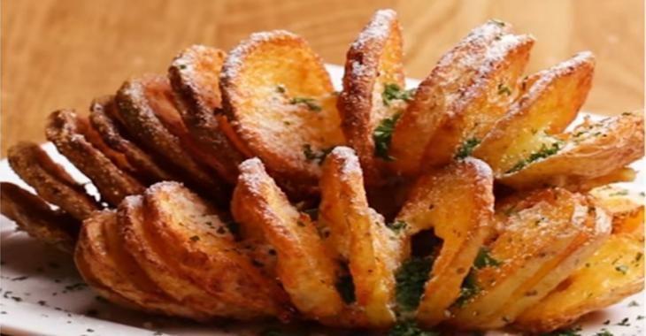 Mes pommes de terre spirales au beurre et parmesan sont complètement hallucinantes!