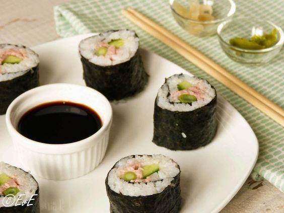 Een tijdje geleden plaatste ik een recept voor een sushi zonder rauwe vis: sushi met rosbeef. Hierbij het tweede beloofde recept zonder rauwe vis, namelijk sushi met tonijn uit blik. Opgerold met k...