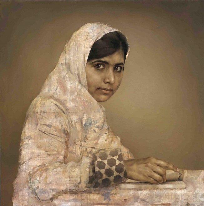 Accanto ai grandi personaggi ritratti nella National Portrait Gallery di Londra è comparso quello della 16enne pakistana, ferita gravemente in un attentato dei talebani lo scorso anno mentre tornava da scuola. Malala Yousafzai non solo è sopravvissuta alle pallottole ma continua a batt