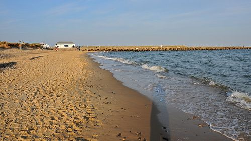 A safe sandy beach is the perfect location for a family day out.  This is Walberswick: http://www.thesuffolkcoast.co.uk/wp-content/uploads/3997263145_bc480d7d94.jpg  #nutmegcomp