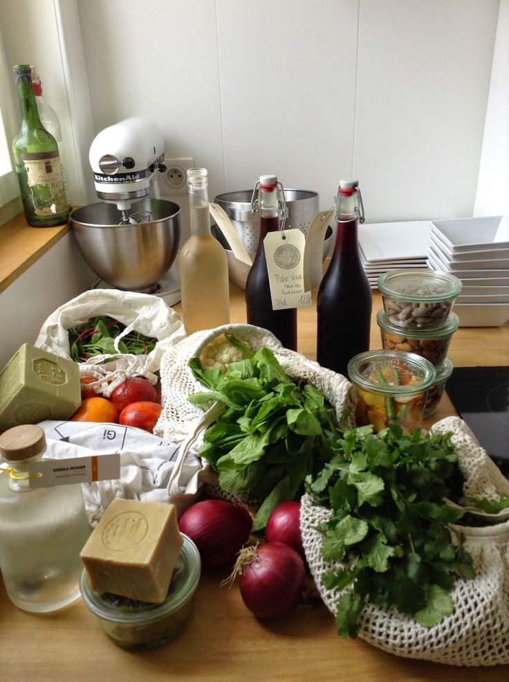 Zero waste grocery shopping for a party, Paris, France