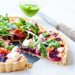 Tarta z łososiem wędzonym, buraczkami i serem feta | Kwestia Smaku