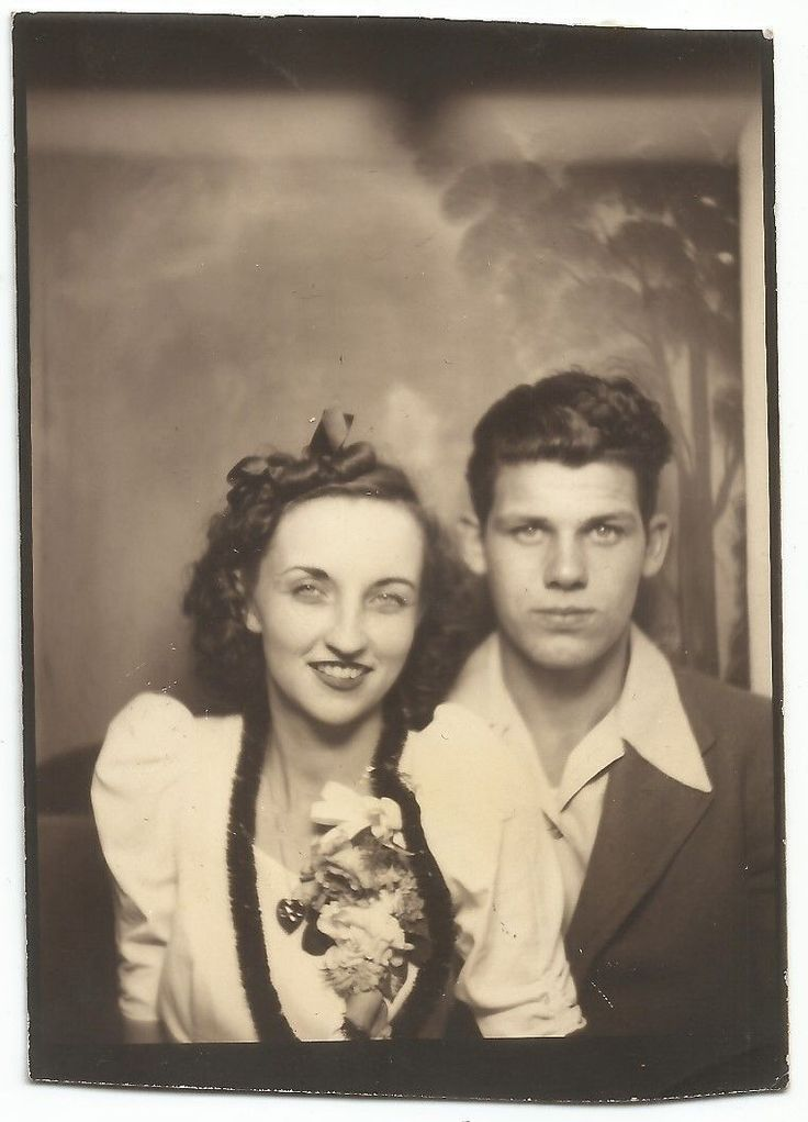 A groovy kind of love...... Lovers in a photo booth in the 40s