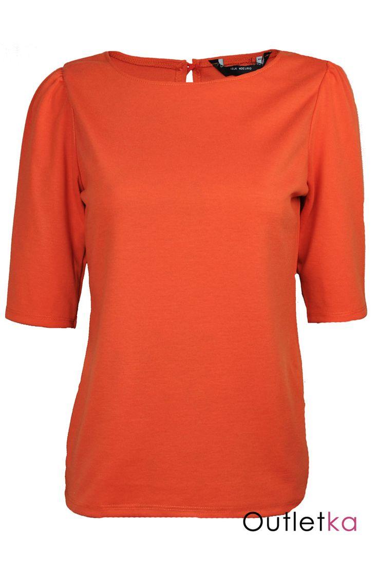 Nowa bluzka renomowanej zachodniej marki Dorothy Perkins, w odcieniu pomarańczowym. Rękaw 1/2. Z tyłu u góry zapięcie a'la łezka zakończone pomarańczowym guzikiem. Materiał dobry gatunkowo i przyjemny w dotyku. Z kompletem firmowych metek Dorothy Perkins.