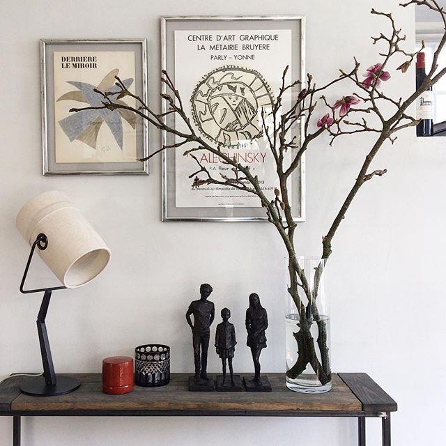 Braque og Alechinsky smukt sammen ✨  Hos @marionjorgensen  #vintage #livingroom #hjem #pictures #picturewall #magnolia #skulpture #braque #alechinsky