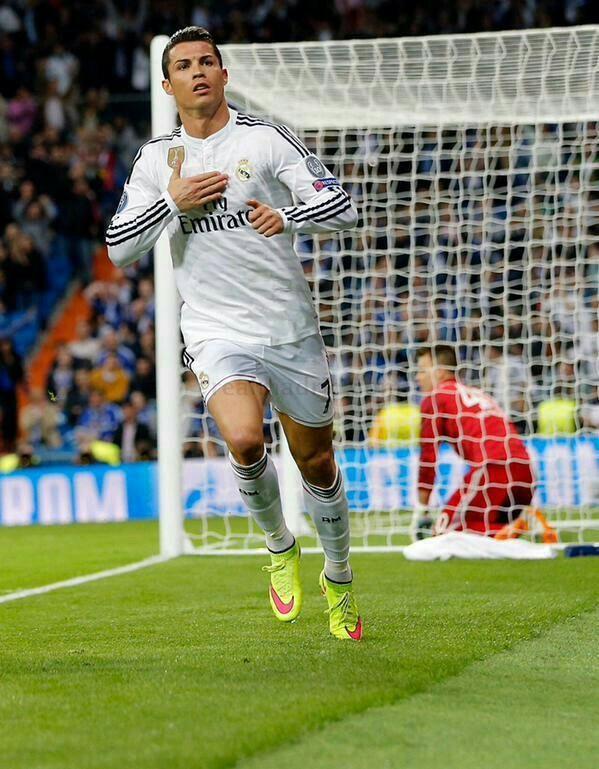 Cristiano Ronaldo scoring vs FC Schalke 04 - Real Madrid