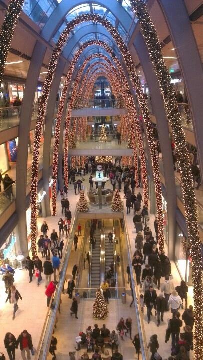 Unsere Europa Passage! <3 #EuropaPassage #EuropaPassageHamburg #Shoppingperle #shoppenmachtunsglücklich #Einkaufszentrum #einkaufen #shoppen #Hamburg #typischhamburch #welovehh That's a giant mall! The Europa Passage in Hamburg, Germany
