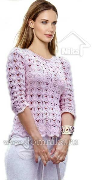 Розовый вязаный пуловер спицами