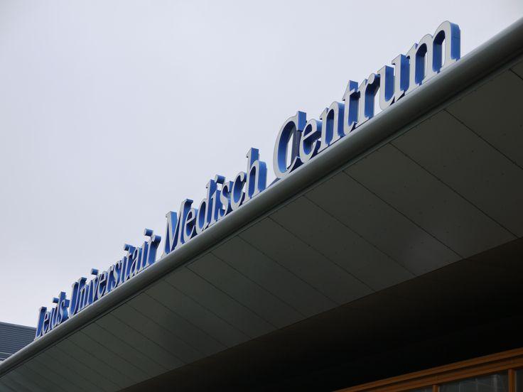 Op LUMC.nl vind je nuttige informatie over werken bij het Leids Universitair Medisch Centrum. Ons logo linkt naar alle vacatures die nu open staan.