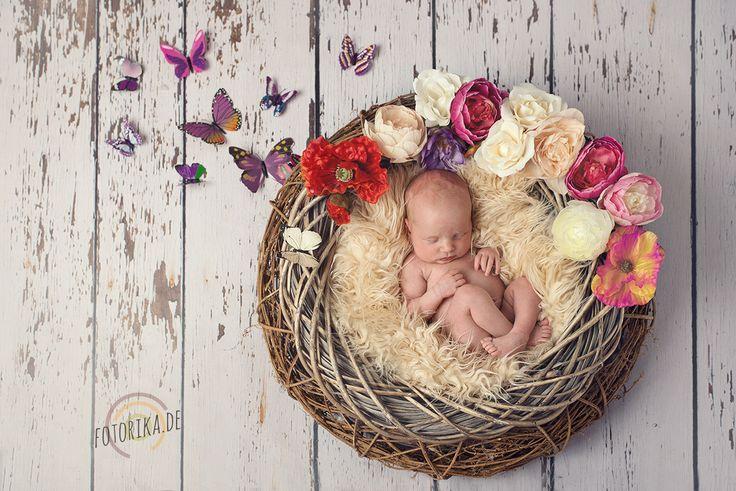 #neugeborenenfotografie #frühling #schmetterlinge #blumen #fotorika #kranz #shooting #babyfotograf