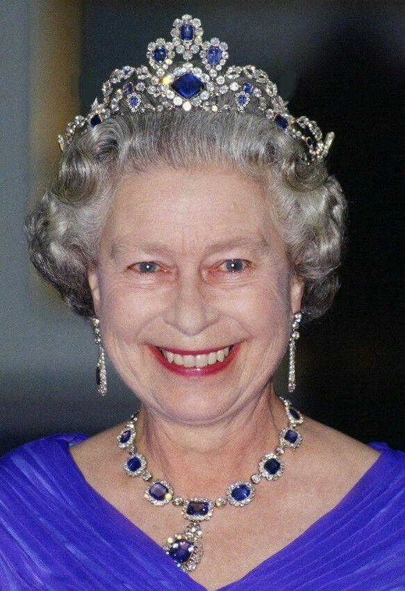 The tiara and a matching bracelet were commissioned by Her Majesty in 1963 to complete the parure.