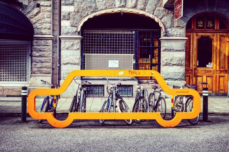 El #Diamundialsincoche (World Carfree Day) se celebra todos los años el 22 de Septiembre, recordando al mundo que luchemos por una sociedad no dominada por los coches.  ¿Cómo puedes?   Busca potenciar el transporte público como medio alternativo, por lo menos, en el día de hoy 😉😉.   #aventuracosmetica #cosmeticanatural#cosmeticaartesanal #movilidad #bicicleta #coche#picoftheday #car #photooftheday #cute #artesanal#aventura #ciudad        #ecologico #concienciamedioambiental #viernes…