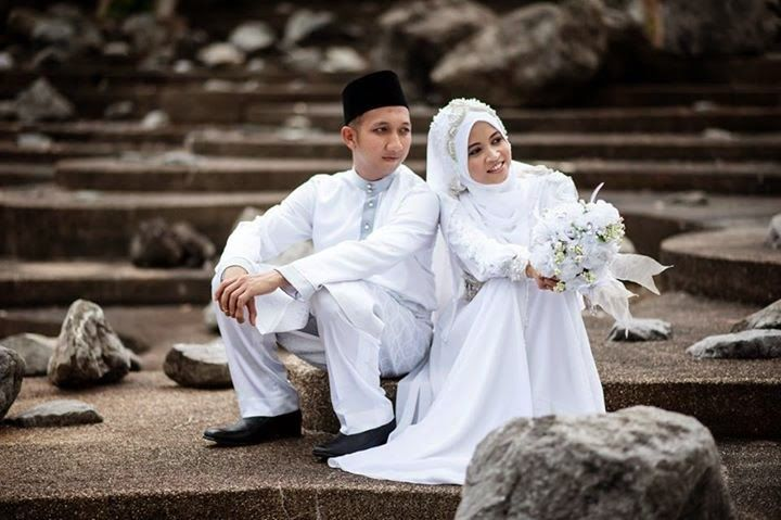 Happy Wedding.    http://weddinghijab.blogspot.com/2015/01/set-qisha-daun-white-beads-white.html