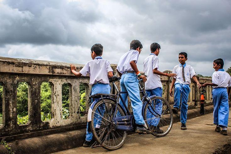 """Ainda não é toda a Índia, porém o estado inteiro do Gujarat agora terá compaixão e direitos dos animais em suas escolas de Ensino Fundamental, para crianças entre 8 a 12 anos. O programa """"Cidadão compassivo"""", da Peta Índia, distribuirá o programa pelas escolas. O material distribuído contém um vídeo de 28 minutos, um guia para o professor, um livro com histórias reais de animais, adaptado para a idade das crianças, e folhas de atividade. O programa da Peta Índia é uma adaptação do mesmo…"""