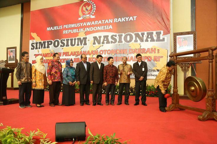MEDIA HUKUM INDONESIA: Simposium MPR Dalam Rangka Memperkuat Otonomi Daer...
