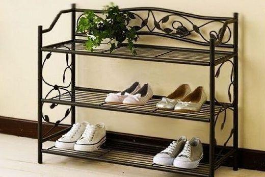 Кованная полка для обуви в прихожей, фото