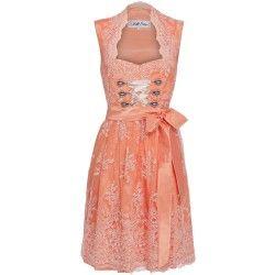 Apricotfarbenes Unikat-Dirndl aus Seide mit Spitze von Dirndl Liebe. Zu leihen bei dresscoded.com.#dresscoded