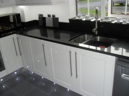 Kitchen fitters in Cirencester, Howdens kitchen units installed, granite worktops, granite floor tiles, kitchen worktops Cirencesrer Glos