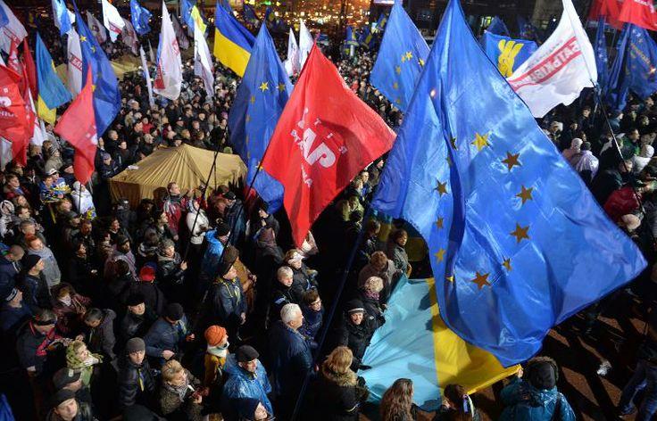 """Ukraine: le président appelle à la """"paix"""", Timochenko en grève de la faim. Lire l'article : http://epsorg.fr/actus/ukraine-le-president-appelle-a-la-paix-timochenko-en-greve-de-la-faim/"""
