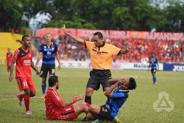 MU Gagal Tundukkan Angkernya Stadion Agus Salim