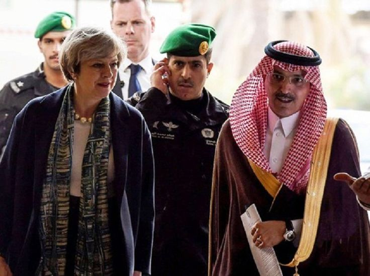 British Prime Minister Theresa May has defied Saudi Arabias strict custom and refused to wear a headscarf for her first meeting with the Arab countrys ruling elite.