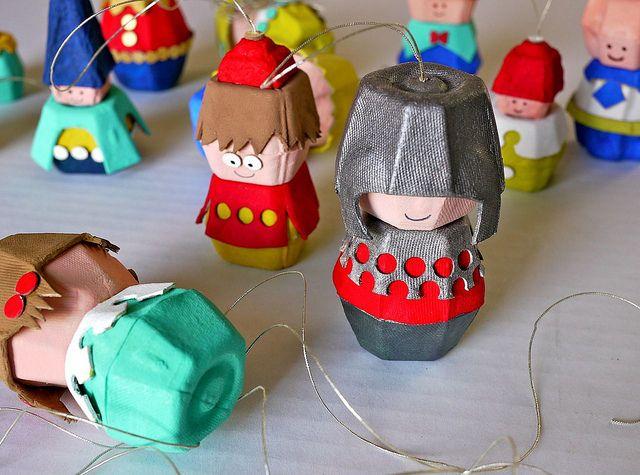 muñecos con cartones de caja de huevos