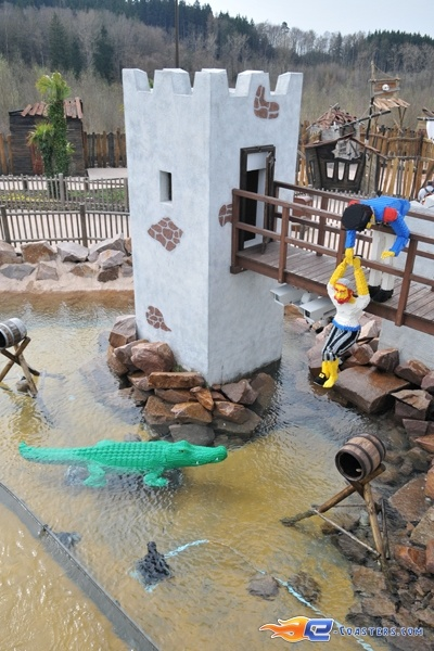 8/11 | Photo de l'attraction Kapt'n Nicks Piratenschlacht située à Legoland Deutschland (Allemagne). Plus d'information sur notre site http://www.e-coasters.com !! Tous les meilleurs Parcs d'Attractions sur un seul site web !!