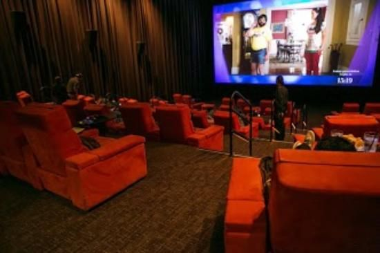 ipic  movie  theater  pasadena  42 miller alley pasadena