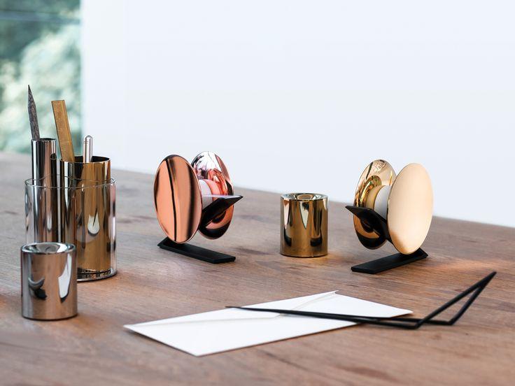 Beyond Object: l'alta cancelleria. La collezione, dalle forme architettoniche, è stata disegnata dallo studio londinese Poetic Lab.
