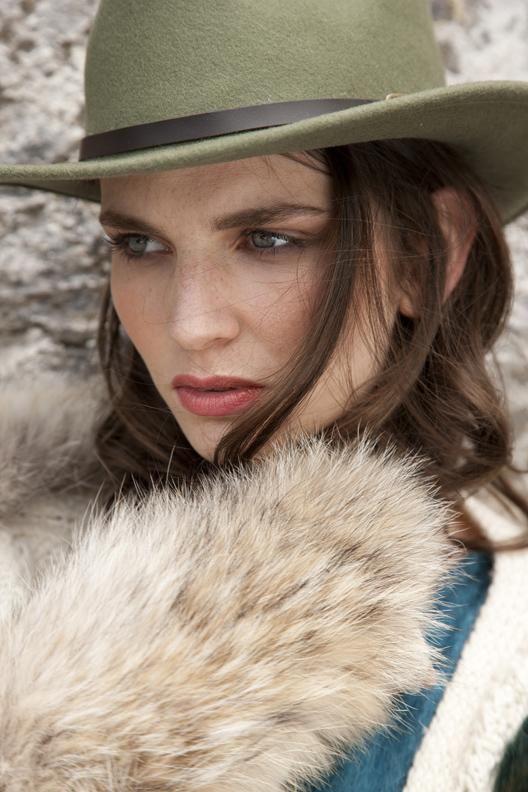 Country Magazine | October 2014 | JOANNE HYNES Fur Stole & Knitwear