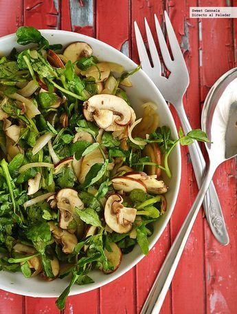 Una fresca receta para preparar una ensalada de champiñones y berros. Con fotos del paso a paso y consejos de degustación...