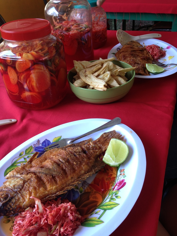 Pescado frito del Lago de Yojoa en Honduras. | byXCR en ...