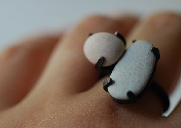 'pebbles' ring . Djurdjica Kesic