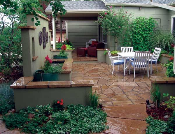 Best 25 front courtyard ideas on pinterest backyard for Stucco garden wall designs