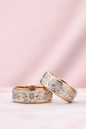 輪-RIN-  桜四種  輪が最も得意とする手彫りの魅力を最大限に演出した和テイストのリング。   熟練の職人が1つ1つ手作業でお作りしています。 中でもこの桜をモチーフした指輪はまさに芸術品です。   素材は写真のK14のピンクゴールドとホワイトゴールドのツートンカラーの他に輪自慢のパラスやイエローゴールド、シルバーでもお作りできます。