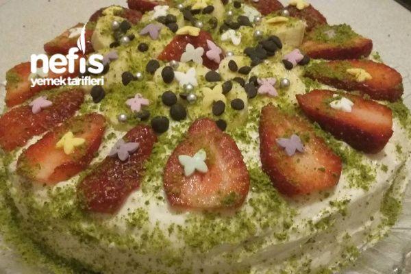 Meyveli Yaş Pasta (Nefis Kremasıyla) Tarifi nasıl yapılır? bu tarifin resimli anlatımı ve deneyenlerin fotoğrafları burada. Yazar: Mukadder Can