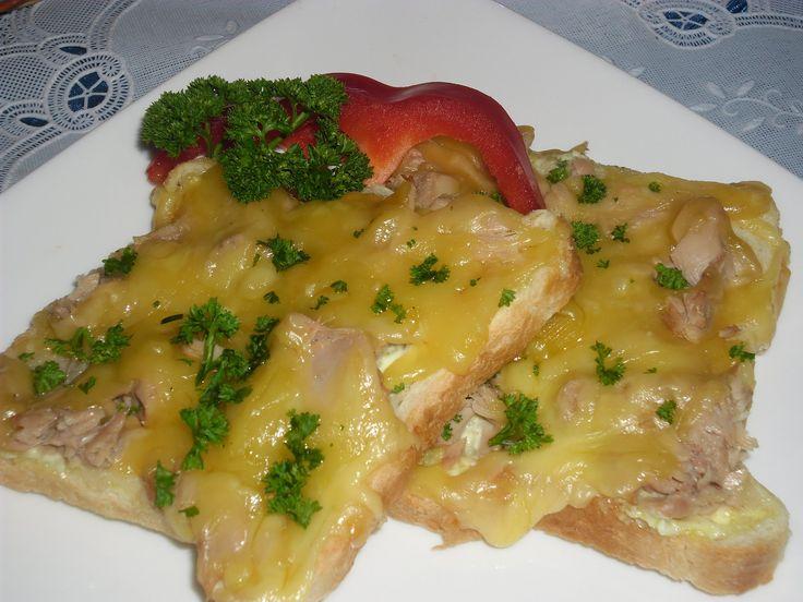 zapečené toasty s kari (tuňák,tatarka,kari,tvrdý sýr)
