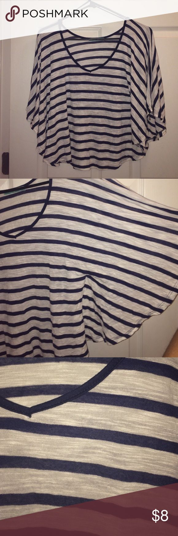 Navy Blue and white batwing low crop top NEVER WORN. In EXCELLENT condition ✅ navy blue strip . Batwing sleeves . LARGE. Tops Tees - Short Sleeve
